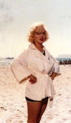"""Marilyn Monroe, Hotel del Coronado for filming of """"Some Like it Hot"""" Hollywood Glamour, Hollywood Actresses, Old Hollywood, Actors & Actresses, Marilyn Monroe, Hotel Del Coronado, Some Like It Hot, Norma Jeane, Our Girl"""