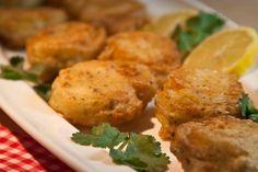 bites of fried cod fish! Greek Sweets, Cooking Recipes, Healthy Recipes, Healthy Foods, Cod Fish, Tasty, Yummy Food, Tempura, Greek Recipes