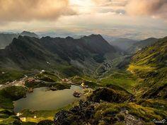Balea Lake, Fagaras Mountains, Romania (by Ionut Vlad) Beautiful Roads, The Beautiful Country, Beautiful Places To Visit, Beautiful Landscapes, Beautiful World, Turism Romania, Sibiu Romania, Romania Tours, Tourist Places
