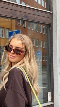 Foto Face, Look Girl, Brown Blonde Hair, Blonde Hair Looks, Blonde Hair Girl, Medium Blonde, Medium Hair, Aesthetic Hair, Aesthetic Outfit