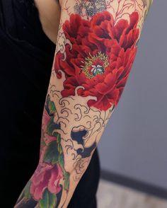KENJI SHIGEHARA Realistic Flower Tattoo, Colorful Flower Tattoo, Japanese Flower Tattoo, Japanese Tattoo Designs, Japanese Sleeve Tattoos, Flower Tattoo Designs, Flower Tattoos, Japan Tattoo Design, Stomach Tattoos