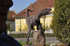 Raptor na rondzie i gigantomucha, czyli austriackie  pomniki. Austria, Lion Sculpture, Horses, Statue, Breakfast, Animals, Art, Morning Coffee, Art Background