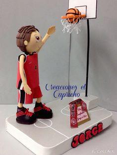 Creaciones el Capricho: Fofucho jugador de baloncesto personalizado, con bufanda del equipo.