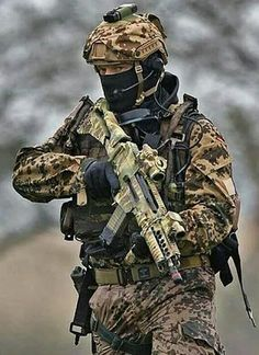 German tropentarn camo for desert use Army Men, Military Police, Military Weapons, Usmc, Special Forces Gear, Military Special Forces, Naval, Military Pictures, Special Ops