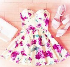 Vestido de dia floreado straples