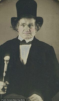 These amazing images are believed to have been captured by New York photographer Matthew Brady in the and feature elderly people who had all been born in the Victorian Photos, Antique Photos, Vintage Photographs, Victorian Men, Vintage Photos Women, Vintage Images, Robin Williams, Old Pictures, Old Photos
