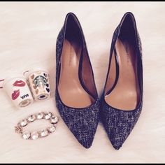 Banana Republic Black and White Tweed Pumps Authentic Banana Republic Black and White Tweed Pumps. Size 7. It's in great conditions!! Heel Style Slim. Heel Height Medium 2-3. ‼️ NO TRADE NO PP NO LOWEST ‼️ Banana Republic Shoes Heels