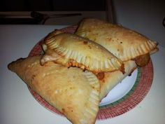 Homemade pizza pockets for on-the-go! Dough can be used for pizza crust as well Pizza Pops Recipe, Empanadas, Freezer Meals, Quick Meals, Pizza Pochette, Pizza Recipes, Cooking Recipes, Easy Recipes, Homemade Pizza Pockets