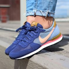 Nike Internationalist Blue Legend (hard to find!) Nike Internationalist in Blue Legend. Hard to find color. Sporty chic and comfortable. A blogger fave! Going for $199 online! Brand new, never worn.♏️ for a better price Nike Shoes Athletic Shoes
