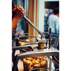•Van aardappel tot frieten•  #biologische #frieten #friet #frietwinkel #dapp #dappbiofood #bio #utrecht #hotspot #versefriet #ambachtelijk #puur #gezond #instafood #instafriet