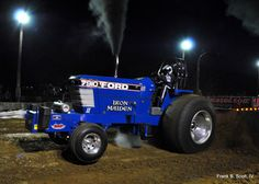 Ford pulling tractor Truck And Tractor Pull, Tractor Pulling, New Holland Ford, New Holland Tractor, Antique Tractors, Vintage Tractors, Logging Equipment, Heavy Equipment, Ford Tractors