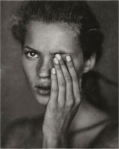 Kate Moss by Paolo Roversi Photography Beach, Vogue Photography, Photography Women, Family Photography, Portrait Photography, Beauty Photography, Photography Ideas, Vogue Uk, Vogue Paris