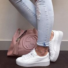 white-sneaker-with-gucci-bag- Blush and muted sneakers White Puma Sneakers, Sneakers Mode, Shoes Sneakers, Womens White Sneakers, Sneakers Fashion, Shoes Heels, Fashion Outfits, Sneaker Outfits, Pumas Shoes