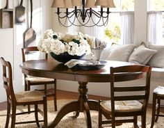 bench seat in dining nook...perfect table and chairs