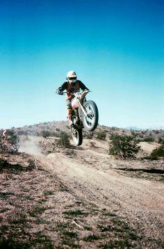 #desert_iron_dogs #racedesert Desert Sled, Motorcycle Types, Mopeds, Dirtbikes, Street Bikes, Vintage Racing, Best Memories, Cross Country, Hare