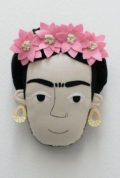 Frida Kahlo pillow face - Light Pink