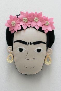 Frida Kahlo pillow face - Light Pink