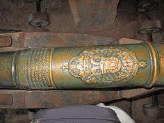 Inscriptions sur un canon du XVI siècle dans le grand bastion du château du Haut-Koenigsbourg. Elles portent la date 1586.