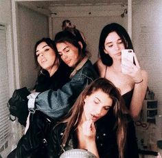Yaasss I need a mirror selfie w my besties like this Best Friend Pictures, Bff Pictures, Friend Photos, Bff Pics, Cute Friends, Best Friends, Besties, Shooting Photo Amis, Best Friend Fotos