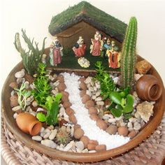 How can you design a mini garden? This question appears more and more frequently. Succulent Gardening, Succulent Terrarium, Terrariums, Succulents Garden, Gardening Tips, Garden Crafts, Garden Art, Garden Design, Mini Fairy Garden