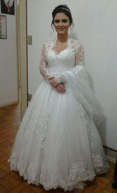 Linda noiva vestindo Noivas by Noemy Guadagnin