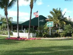 E.R. Bradley's Saloon, West Palm Beach, FL.