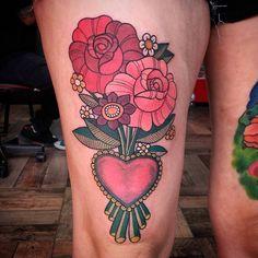 el tatuaje que le hice a Erica. agregamos el ramo de flores a su corazón.  gracias Eri por la paciencia y sobre todo por la confianza en mi trabajo.  #flowers #flowertattoo #tattoo #tattoos #tattoolovers #fullcolortattoo #tinitattoo #timetattoo #timetattoostudio #ink — en Time Tattoo.