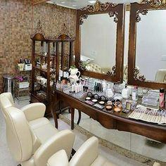 Ambiente comercial com toque provençal. #boatarde #provencal #moveis #comercial #espelho #decoracao #interiores #design #arquitetura #vintage