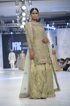 9c2b30f0 Designer Zara Shahjahan Collection Loreal Paris Bridal Week 2016 Pics  Pakistani Fashion 2017, Pakistani Wedding
