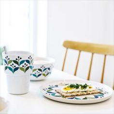 Zestaw dwóch kubków w kolorowej stylistyce z kolekcji Retro od Sagaform.   #Retro — kubki 0,3 l, 2 szt. - #sagaform #decosalon #design #dizajn #kitchenaccessories #kitchen #accessories #kuchnia #akcesoria #wiosna #spring #cup #kubek www.decosalon.pl
