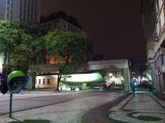 Alle 3, in una San Paolo mai vista, in taxi raggiungiamo l'albergo. Infilo sotto la porta della collega la lista delle casse del secondo carico: domani -o meglio tra poco- sarà lei ad accompagnarlo a Brasilia