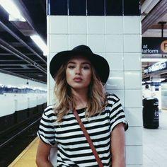 Hat/Hair/Blouse/Bag.