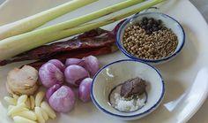 Zutaten für die Massaman Curry Paste