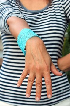 Tutorial: Dyed Lace Bracelet