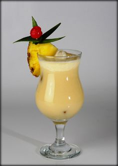 Cocktail Drinks, Cocktails, Recipies, Food And Drink, Ice Cream, Yummy Food, Tableware, Glass, Pina Colada