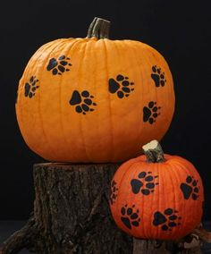 Free pattern for cute pumpkin pawprints! http://www.midwestliving.com/holidays/halloween/free-printable-woodland-pumpkin-stencils/?page=9