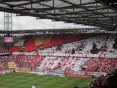 Fan-Choreographie vor dem Rheinischen Derby #Koeln - #Duesseldorf http://www.ausflugsziele-nrw.net/rheinenergiestadion/
