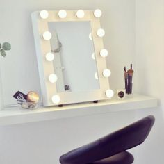 CHLOE - Classic white makeup mirror