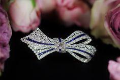 Diamond & sappier ribbon brooch circa 1920 (C)Regard Co.,Ltd
