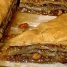 Baklava is a rich and sweet pastry dessert that is made up of several layers of filo. It's a truly delicious pastry treat. Good Food Image, Baklava Recipe, Sweet Pastries, Cordon Bleu, Apple Pie, Sweet Recipes, Tart, Treats, Desserts