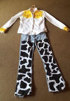 Happy Friday: Frugal DIY Mom-Friendly Costume - Toys for years old happy toys Jesse Toy Story Costume, Toy Story Halloween Costume, Toy Story Costumes, Disney Halloween Costumes, Halloween Costume Contest, Family Costumes, Costumes For Women, Costume Ideas, Costumes Kids