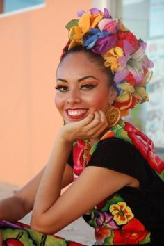 Resort hopping in the Yucatán - Faces and people / Gesichten und Leute / caras y gente - Mexican Heritage, Mexican Style, Mexican Art, Beautiful People, Beautiful Women, Mexico Culture, Fear Of Flying, Beauty Around The World, Mexican Dresses