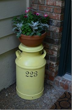 paint milk cans | Painted milk can with address | gardening and outdoor spaces.