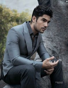 The actor looks classic no matter what he's wearing Sharp Dressed Man, Well Dressed Men, Dj Cotrona, Zane Holtz, Costume Sexy, Dusk Till Dawn, Male Fashion Trends, Gents Fashion, Dapper Gentleman