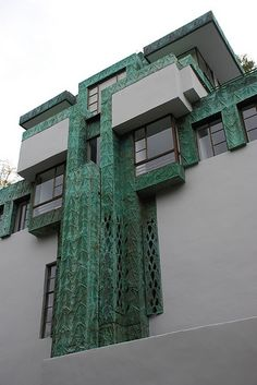 Frank Lloyd Wright, Samuel-Novarro House, Los Angeles, California, 1920 #fachadas #facades
