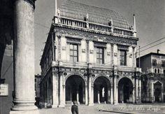 Palazzo della Loggia - Brescia http://www.bresciavintage.it/brescia-antica/cartoline/palazzo-della-loggia-brescia/