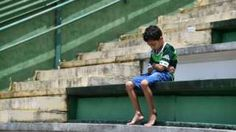 Image copyright                  AFP/Getty Images                  Image caption                                      A young boy mourns the team at their stadium in Chapeco – many more have gathered outside                                The football world has rallied around a Brazilian club caught in a deadly plane crash in Colombia. Only six of the 81 p