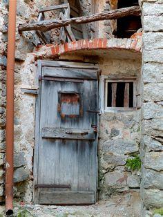 Sassaia fraction of Campiglia Cervo (Biella) - Old wooden door Old Wooden Doors, Rustic Doors, Old Doors, Windows And Doors, Entrance Ways, Entrance Doors, Doorway, Knobs And Knockers, Door Knobs