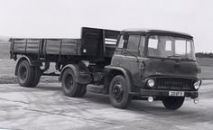 Bedford TK tractor with trailer. Cool Trucks, Big Trucks, Classic Trucks, Classic Cars, Bedford Truck, Old Lorries, Van Car, Semi Trailer, British Rail