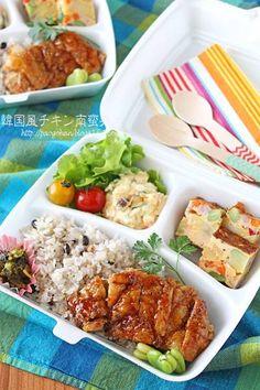 チキン南蛮弁当 Food Box Packaging, Food Packaging Design, Bento Box Lunch For Adults, Lunch Box, Catering Food, Food Goals, Aesthetic Food, Food Presentation, Gourmet Recipes